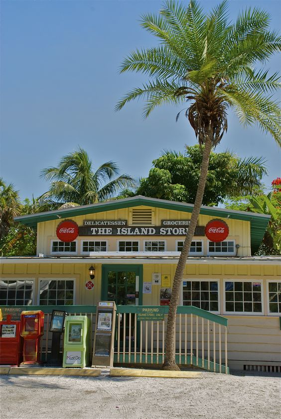 The Island Store, Captiva Island. A great -place to pick up groceries when driving to Sanibel doesn't fit with my beach time. #questinghome
