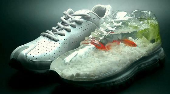 On peut maintenant l'affirmer, les Nike AIR MAX 360 prennent l'eau et ce n'est pas peu dire, c'est à un point tel que même des poissons se sont installés à l'intérie…