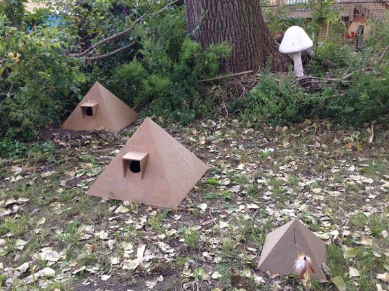 Pyramid Cat House Cats In My Yard Outdoor Cat House Cat House Feral Cat House