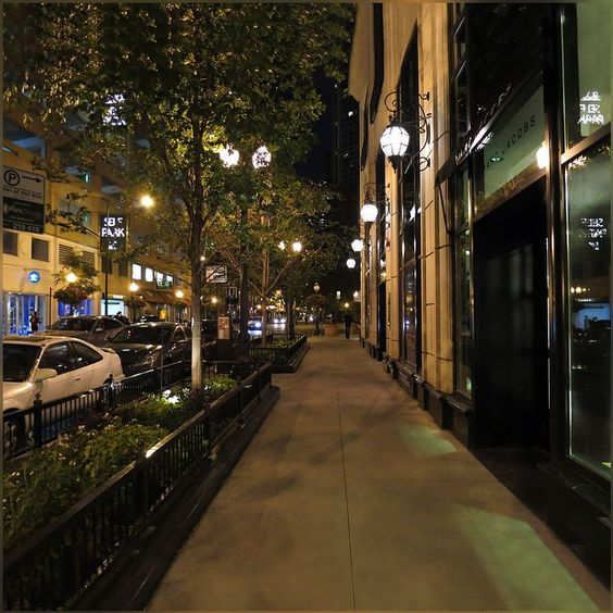 at the end of the weekend heading back to home; let's go home and claim the comfort of cozy bed, as it feels chilly out :) #EnptyStreet #Chicago #Downtown #Evening #Lights #HappySeptember #HappyWeekend
