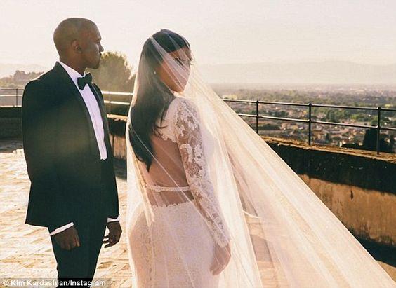 Epingle Par Agus Bozzolo Sur Kim Kardashian Mariage De Star Photo Mariage Mariage Kim Kardashian