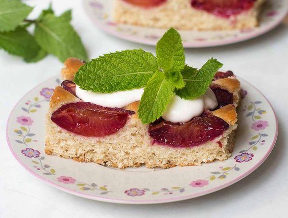 Pflaumen Kokos Kuchen mit Minze - fettarm & vegan
