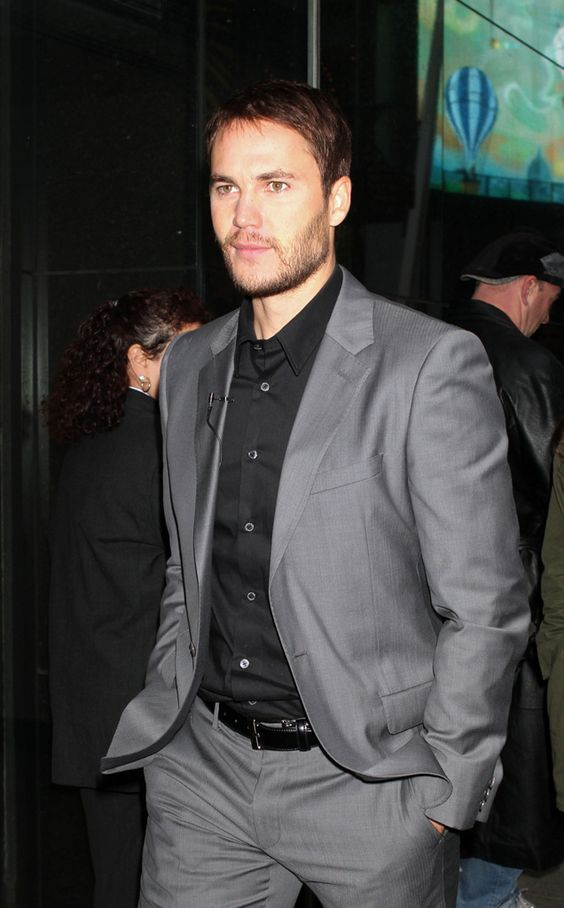 Love this look - grey suit, black shirt, no tie. | Clothes/Fashion ...