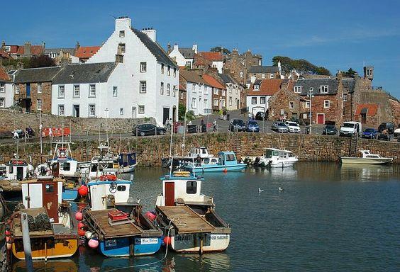Das Fischerdorf Crail in East Neuk in Fife hat einen der idyllischsten Haefen der schottischen Ostkueste.