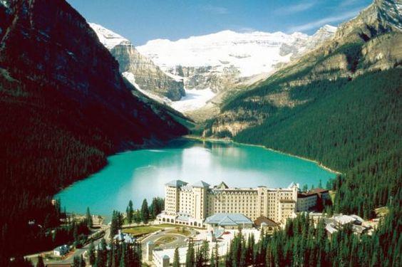 ... Lake Louise (Provinz Alberta), wartet dann ein noch unfasslicheres Bild… #merianlovescanada