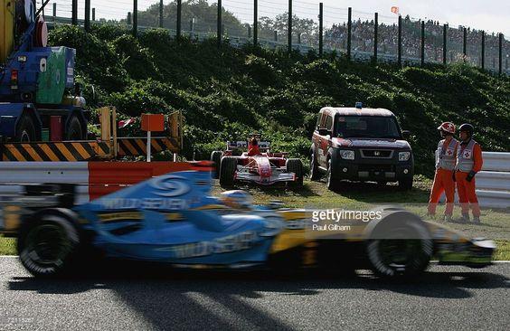 GP Japonii 2006 tor Suzuka Fernando Alonso mija zepsuty bolid Schumachera