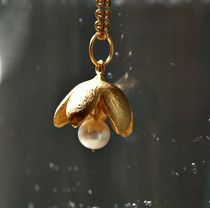 kleiner massiver Silberanhänger vergoldet mit Perle