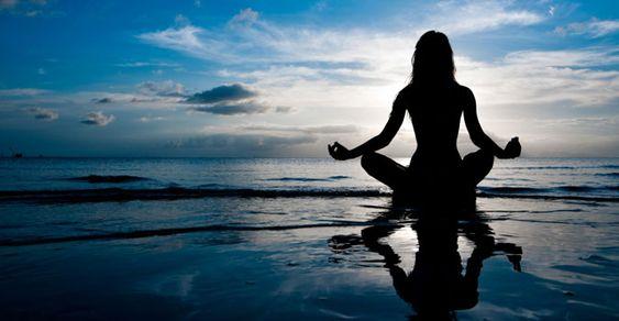 L'un des moyens de redonner sa juste place à ce mental est la méditation. Celle-ci permet en effet de prendre conscience du monologue mental permanent