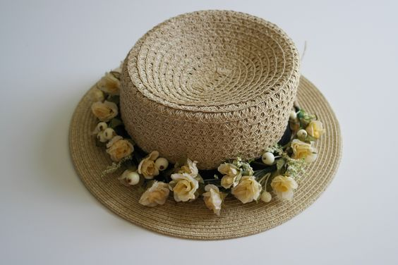 creamy lovely flower crown for your special day today!!