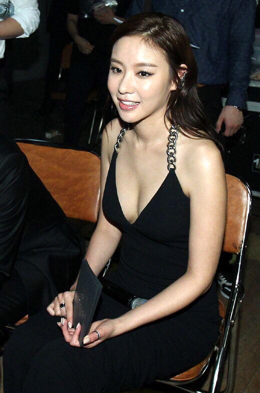 Ah-jung Kim Nude Photos 54
