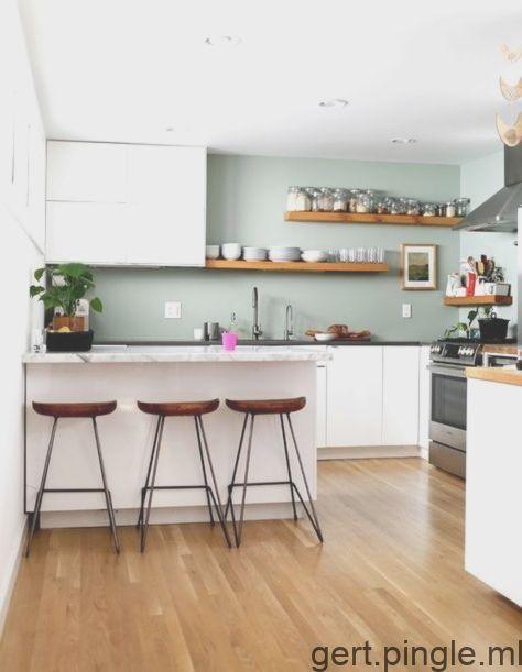 Modele De Cuisine Gris Vert Avec Plafond Blanc Et Plancher En Bois