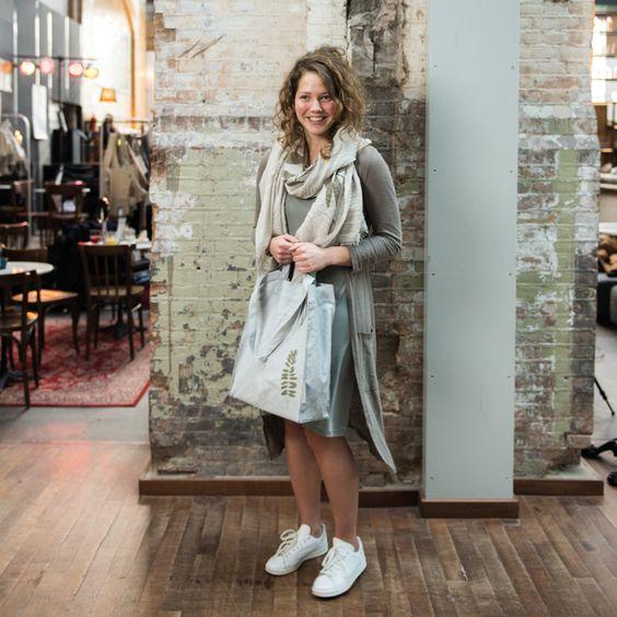 Zusss.nl: Basic, stoer, uniek en een tikkeltje eigenwijs. Luchtige dunne sjaal met verschillende zomerse prints! Bestel direct bij Zusss. Snel in huis
