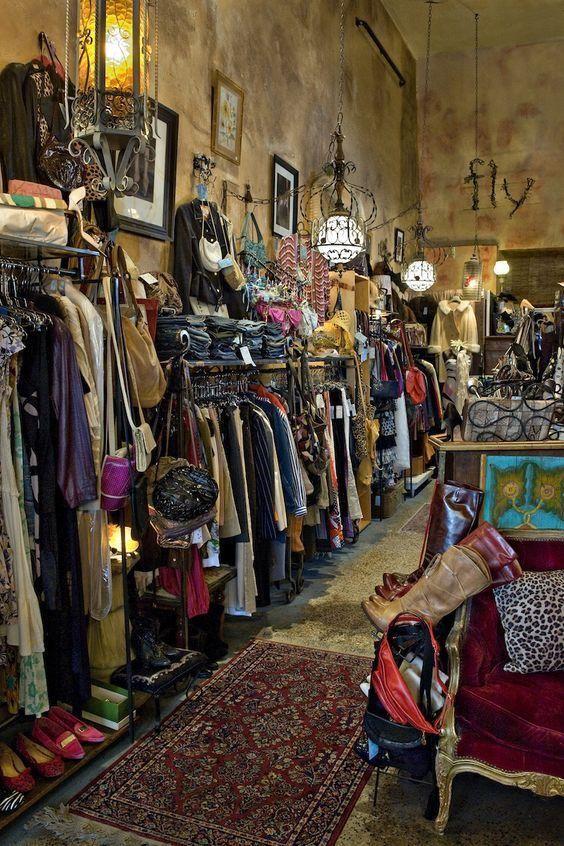 Pin By Andylom On Studios And Shops Clothing Store Displays Vintage Clothing Display Vintage Shop Display