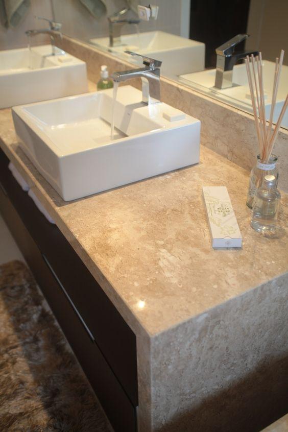 Bancada de travertino travertine countertop ba os pinterest balc es de cozinha - Banos con marmol travertino ...