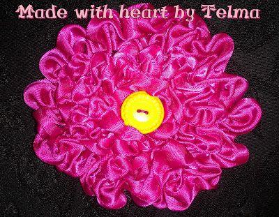pilow with flower made with ruban =) soooo easyyy =)