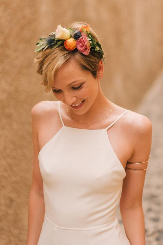 Pixie bridal hair- Bohemian wedding in Santorini https://www.facebook.com/shorthaircutstyles/posts/1720136374943469