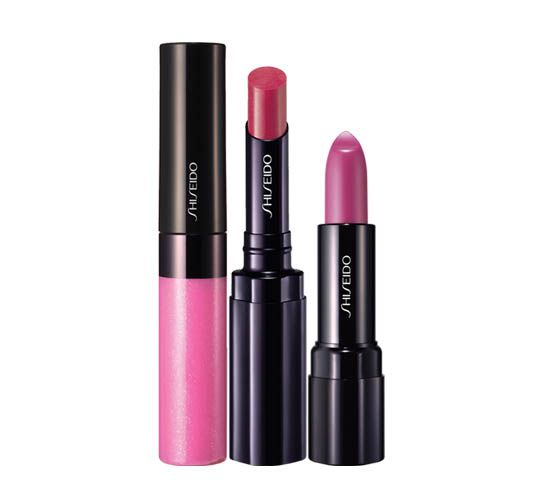 Shiseido Makeup possui batons, gloss e lápis para deixar os lábios hidratados, macios e sensuais. Sua variedade de cores e texturas acompanham as tendências internacionais.