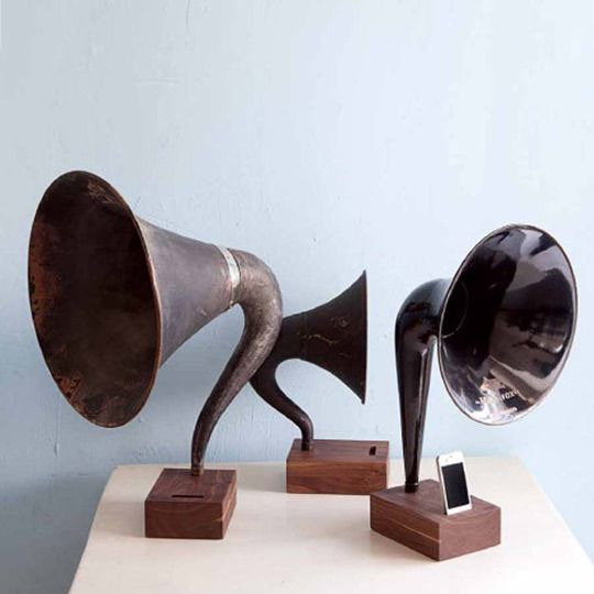 iVictrola speakers for iPod.