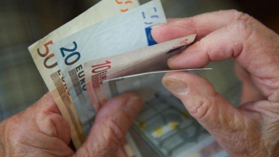 Rente: Für viele Rentner steigen ab 1. März die Krankenkassenbeiträge - Augsburger Allgemeine