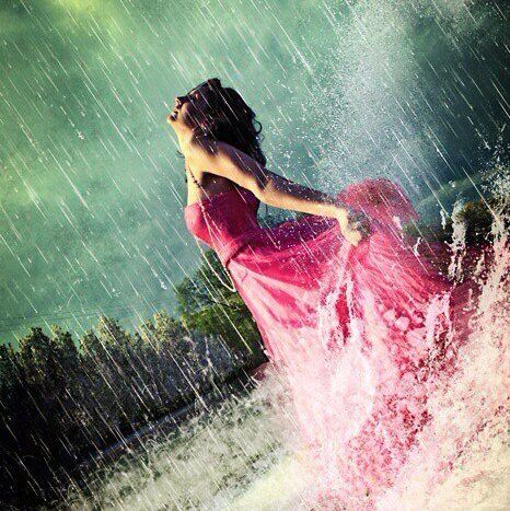 """Dancing in the rain! In my head i always play Taylor Swifts """"Fearless"""" when thinkning about this..."""