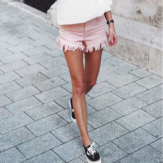 Essential Boho Fashion: Fringed Shorts