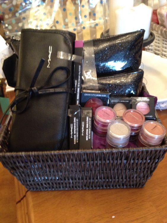 Jack And Jill Prize Jack And Jill Pinterest Makeup Baskets And Jack O Connell