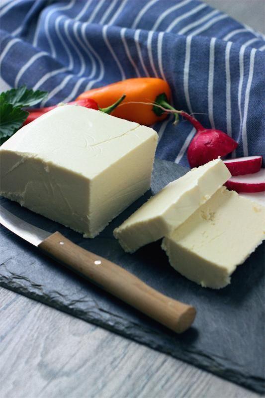 Veganer Feta Kase Spritzig Cremig Crumby Wie Der Echte Feta Ve Eat Cook Bake Vegan Feta Cheese No Dairy Recipes Vegan Cheese