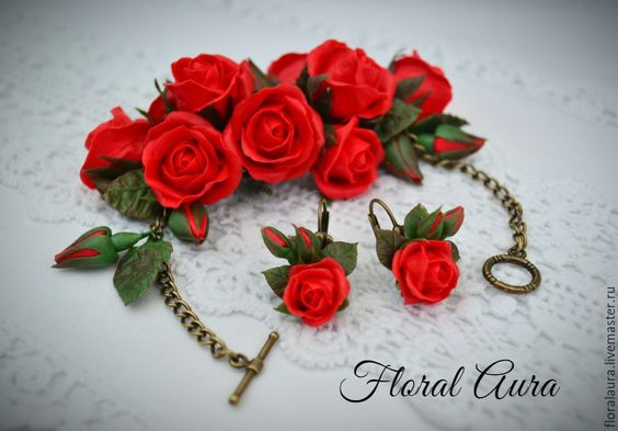 Купить или заказать Браслет с алыми розами в интернет-магазине на Ярмарке Мастеров. Пышный браслет с алыми розами выполнен из холодного фарфора. Яркая композиция для страстных натур. Эксклюзивное украшение придаст выразительности Вашему образу.…