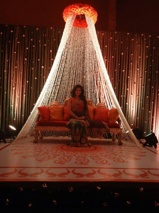 Mehndi Backdrop Ideas : For your maiyaan or churda ceremony have a nice backdrop