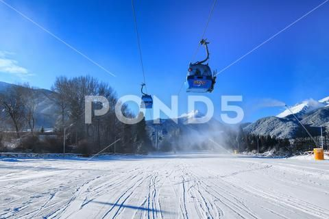Bansko Cable Car Cabin And Snow Peaks Bulgaria Hi Res 102169883 Snow Peak Bansko Bulgaria