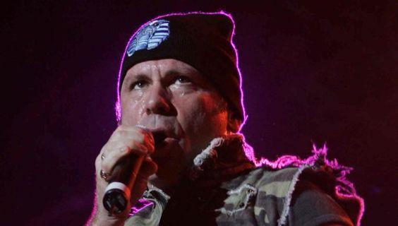El cantante de Iron Maiden contó que el sexo oral le causó cáncer