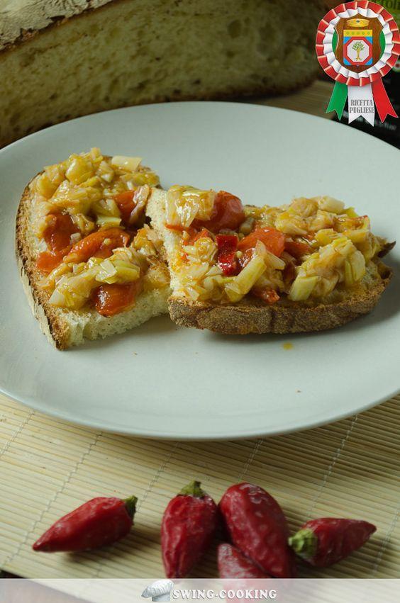 SPONSALI CON POMODORINI E PEPERONCINO PICCANTE, una delle ricette pugliesi con prodotti tipici del territorio: pomodorini appesi, sponsali e peperoncino. Come la preparavano i nostri nonni!  http://www.dallapianta.it/blog/ricette-pugliesi-sponsali-con-pomodorini-e-peperoncino-piccante/