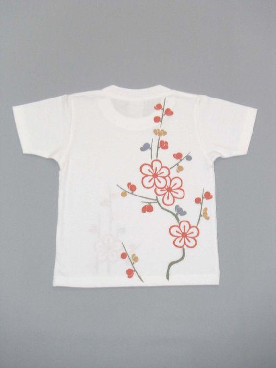 直接、筆で手描きしています。梅を朱、金、藍色で描いています。梅は厳寒を耐え忍び、春一番に咲く花のため縁起が良いとされる。強い忍耐力と美〔知恵〕を意味します。平...|ハンドメイド、手作り、手仕事品の通販・販売・購入ならCreema。