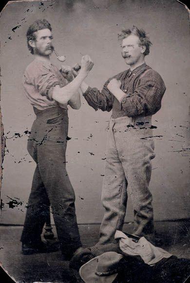 Two men with pipes posing as boxers / Deux hommes, pipes à la bouche, prenant une pose de boxeur. Library and Archives Canada via Flickr.