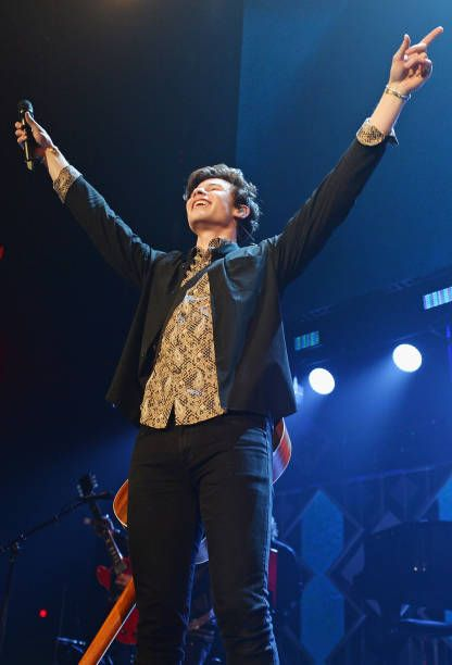 Shawn Mendes Performs Onstage During 1035 Kiss Fm S Chicago Jingle