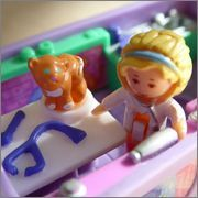 Polly Pocket Pet Surgery on the Go