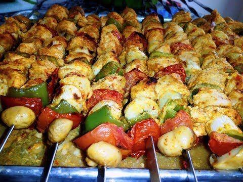 ام خولة الشيش طاووق المشوي في الفرن مع طريقة صنع خبز الشوارما Youtube Food Chicken Meat