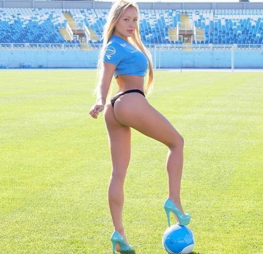 Musa de time chileno (@DANIELLACHAVEZC) dá sexo a 3 ao namorado por 'não encontrar presente'