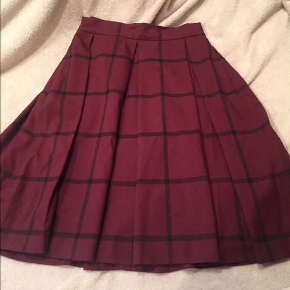 Banana Republic Checkered Midi Skirt  Adorable high waisted midi skirt from Banana Republic! Only worn a couple times, in perfect condition. And it has POCKETS! Who doesn't love a skirt with pockets :) Banana Republic Skirts Midi