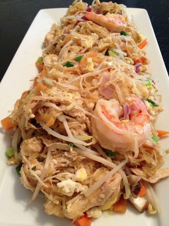 Spaghetti Squash Pad Thai (shrimp and chicken) / Lexiscleankitchen.com