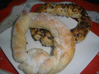 Roscas de hojaldre relleno de almendra.Cocina Asturiana