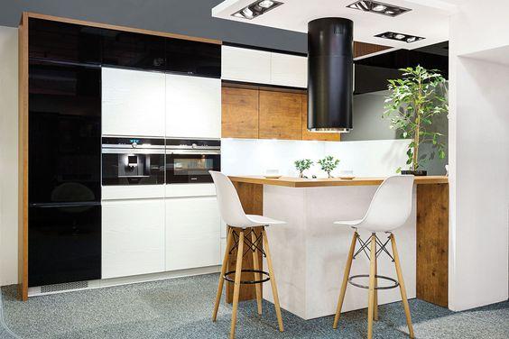 Meble Kuchenne Z Zabudowa Pod Sufit To Doskonale Rozwiazanie Kiedy Do Dyspozycji Mamy Niewielka Przestrzen Kuchnia Gotowanie Wyposa Home Decor Home Decor