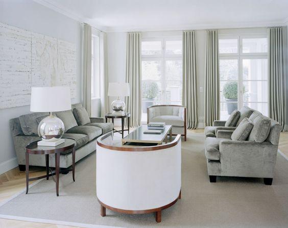 helle naturtöne und edele materialien wie samt geben dem, Wohnzimmer