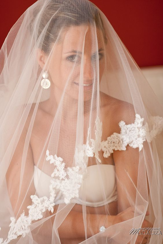 photo mariage préparatifs maquillage habillage boudoir robe mariée dentelle bride portrait voile chateau grattequina bordeaux by modaliza photographe-32