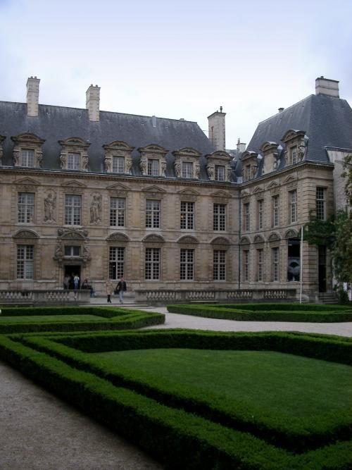 Propose at Jardin des Tuileries (No. 54)