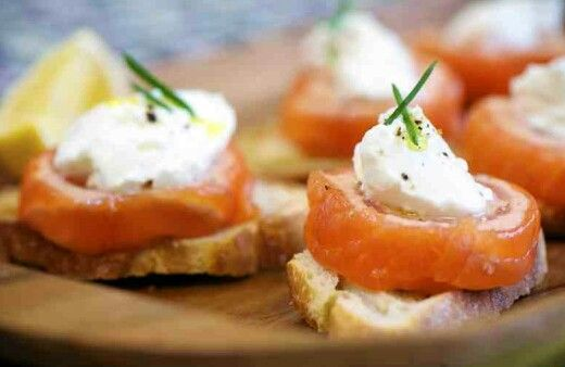 Smoked salmon and cream cheese croutons
