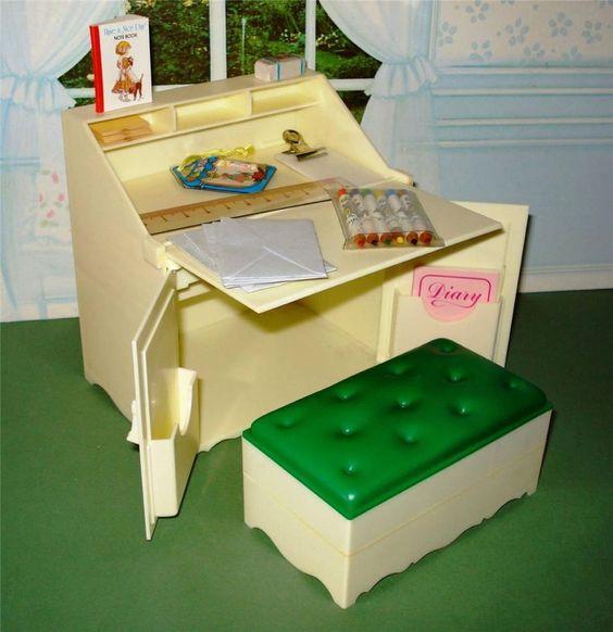 Vintage pedigree sindy writing bureau with all original for Bureau original