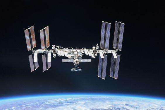 La Estación Espacial Internacional cambia su orbita de emergencia para evitar chocar con basura espacial.