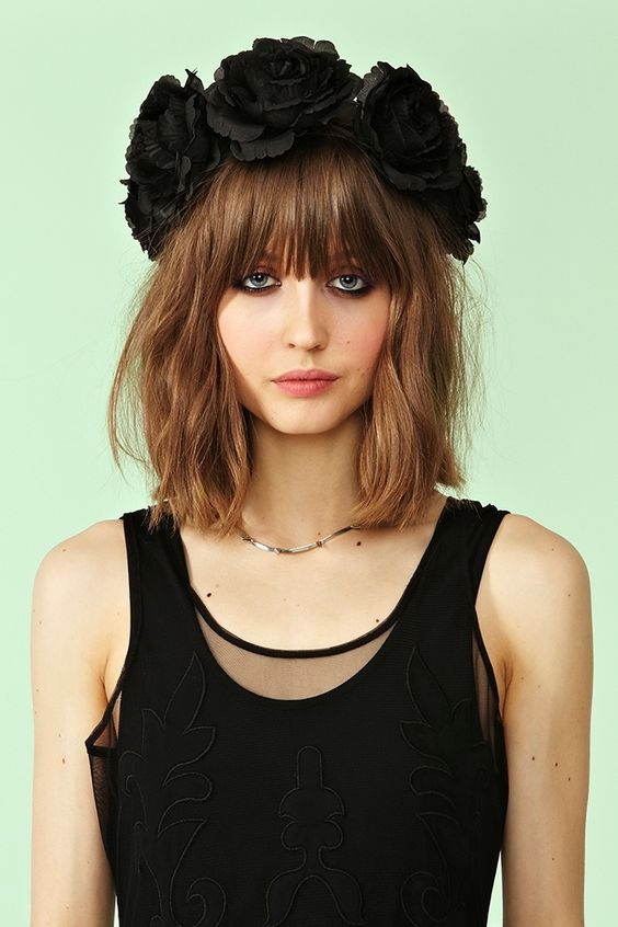 Long bob with natural waves and oversized flower garland #brunette #hair