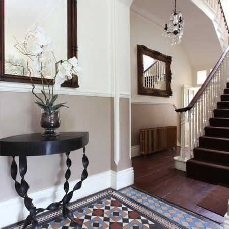 A dado rail is a moulding that is fixed horizontally along a wall about 75cm from the floor. Aesthetically, it divides the wall into two parts – the top and the bottom – which can be useful with regards to décor as you can decorate the two parts in two different, yet complementary styles.